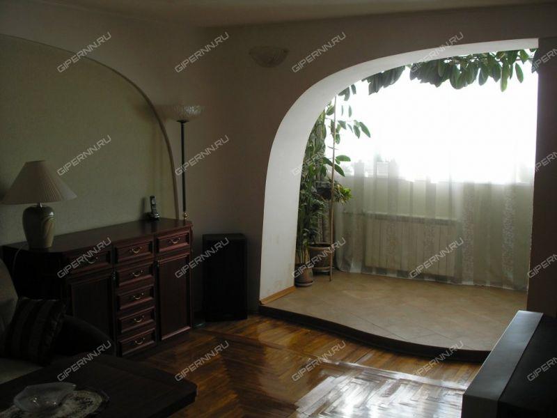 трёхкомнатная квартира на улице Маршала Малиновского дом 4
